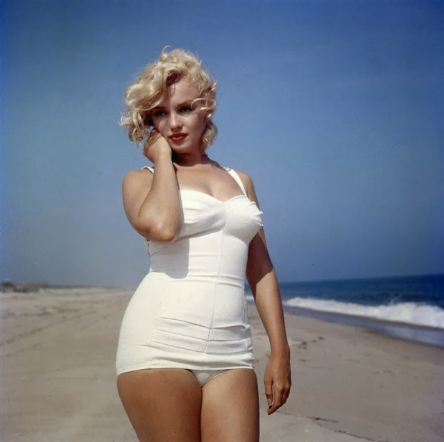 marilyn monroe curves beach swimsuit
